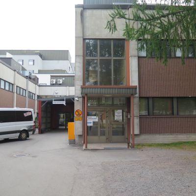 Hatanpään sairaala pääsisäänkäynti