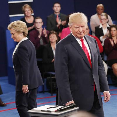 Hillary Clinton och Donald Trump i den andra presidentvalsdebatten.