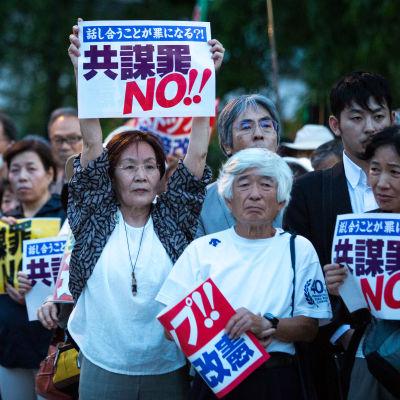 Tokion asukkaat kerääntyivät jälleen yhteen olympialaisia vastustavaan mielenosoitukseen heinäkuussa 2021.