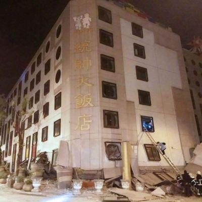 Hotell kollapsade i Taiwan efter jordbävning.