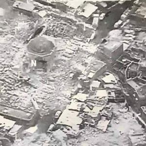 Den stora al-Nurimoskén och lutande al-Hadbaminareten sprängdes på onsdag då armén var nära att inta de symboliskt viktiga historiska byggnaderna
