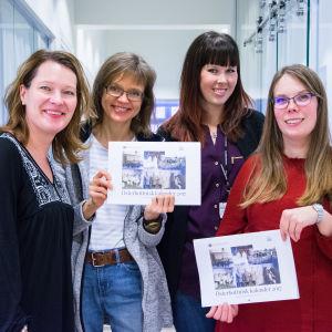 Ann-Maj Björkell-Holm, Carola Harmaakivi, Sara Mannsén och Johanna Björkholm med 2017 års Österbottniska kalender.