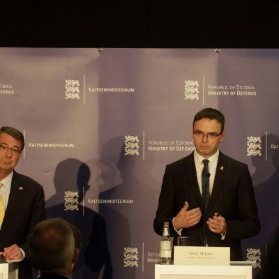 USA:s försvarsminister Ashton Carter och Estlands försvarsminister Sven Mikser