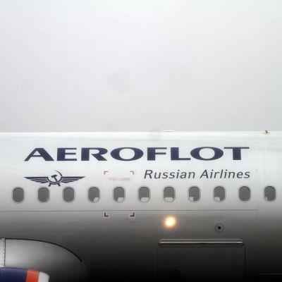 Ett Aeroflot-flyg av typen Airbus A320 i Riga 21.12.2016.