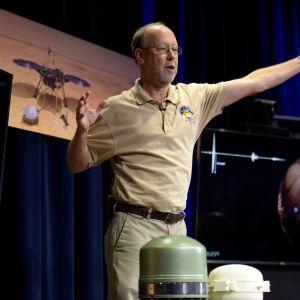 Bruce Banerdt, en av de entusiastiska NASA-forskarna, talar om landningen på Mars
