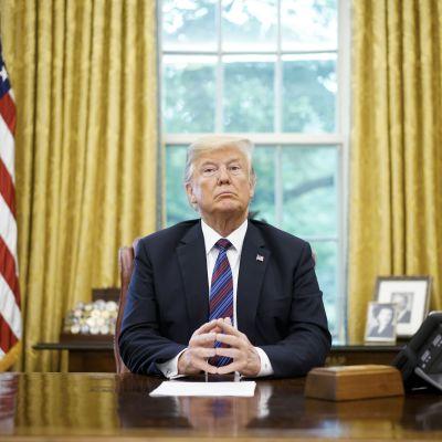 Donald Trump i Ovala rummet.