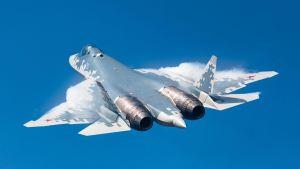 Ett Su-57-stridsplan under en flyguppvisning 2019.