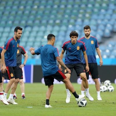 Spaniens bolljonglörer tränar i matchstaden Sotji.