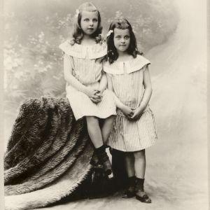 C.G.E. Mannerheims barn Anastasie och Sofia.
