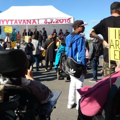 Bild från demonstrationen mot konkurrensutsättning av tjänster för personer med funktionsnedsättning.