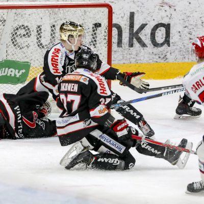 Patrik Carlsson gjorde tre mål under ordinarie speltid i Jyväskylä.