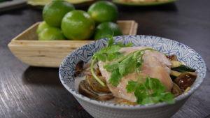 Portion med thailändsk kycklingsoppa
