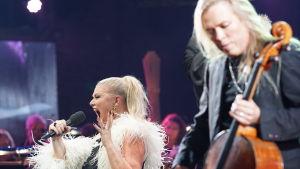 Karita Mattila och Apocalyptica på Musikhusets scen.