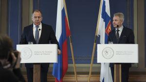 Rysslands utrikesminister Sergej Lavrov och Pekka Haavisto på Ständerhuset i Helsingfors.