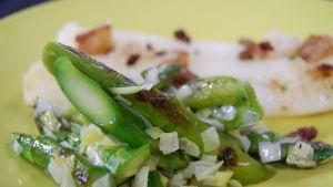 Råstekt grön sparris med purjolök