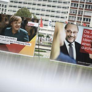 Valreklamer för Angela Merkel och Martin Schulz i Berlin inför det tyska förbundsdagsvalet i september 2017.
