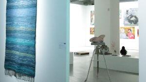 Marjaana Sallantauksen Räsymatto Kuvataideakatemian Näyttelyssä Exhibition Laboratoryssa