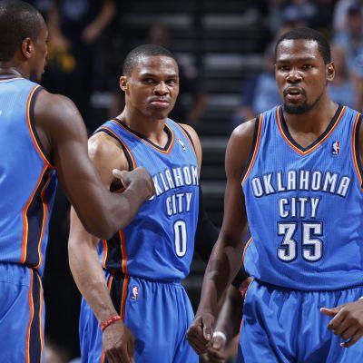 Oklahoma City Thunder firar seger i NBA.