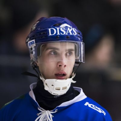 Tuomas Määttä spelar bandy för Finlands landslag.