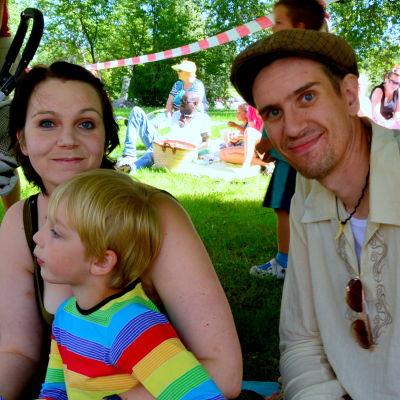 Tessi och Stefan Backas, med sonen Lenni
