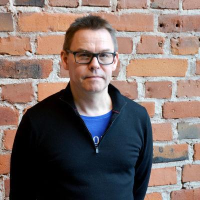 Tom Carlson, lektor i statsvetenskap på Åbo Akademi.