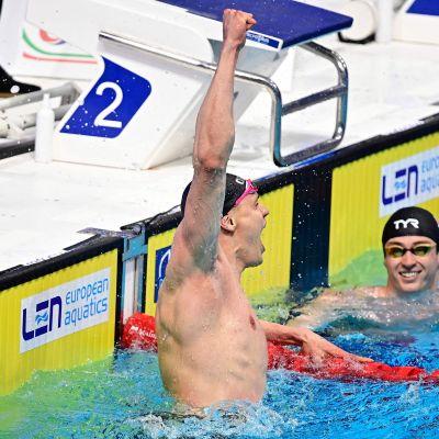 Ari-Pekka Liukkonen firar EM-guld.