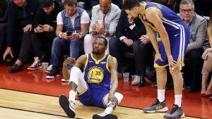 Kevin Durant sitter på planen