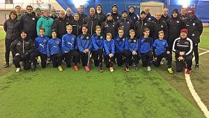 Gruppfoto av deltagare i fotbollsutbildning i Vanda i januari 2017.