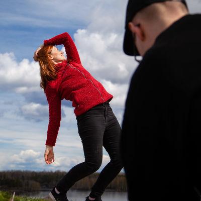 koreografi Anna-Maria Paadar poseeraa kuvaajalle
