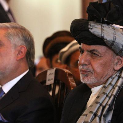 Afghanistans chefsminister Abdullah Abdullah och president Ashraf Ghani vid ett jubileum i Kabul 29.4.2017