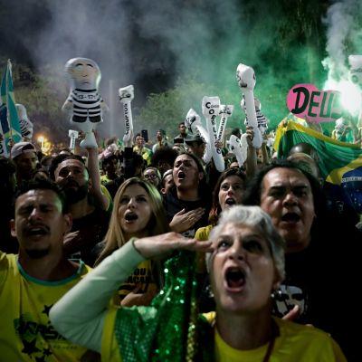 Anhängare till Bolsonaro firade hans seger på Paulista Avenue i Sao Paolo.