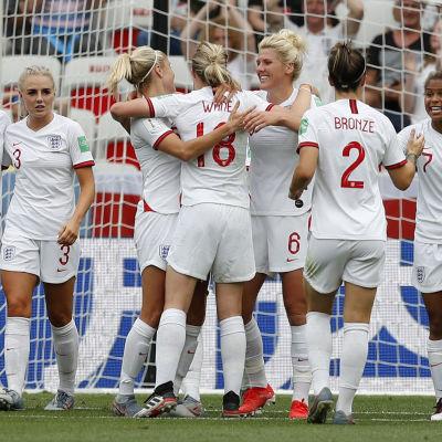 England jublar efter ett mål