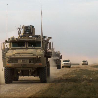 Amerikanska militärfordon i provinsen Deir ez-Zor i östra Syrien den 21 februari 2019.