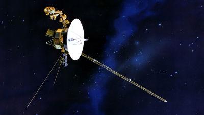 En teckning av voyager-rymdkapseln i rymden.
