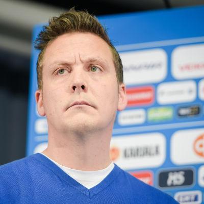 Lauri Marjamäki ser bestämd ut.