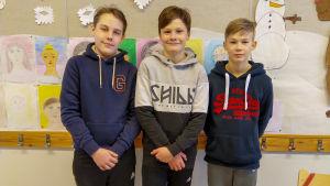 Tre sportlovsfirande elever