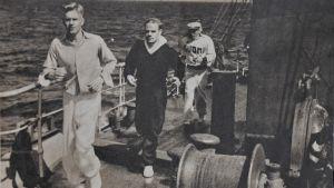 Kanotisterna Kurt Wires, Nils Björklöf och Ture Axelsson på Finlands olympiska skepp.
