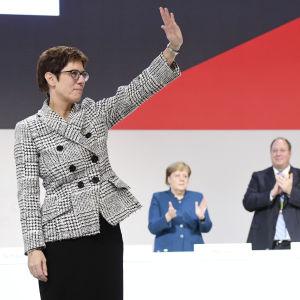 Annegret Kramp-Karrenbauer blev vald till CDU:s nya partiledare under partidagen i Hamburg 7.12.2018.