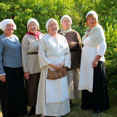 Fr. vänster Ulla Lindström, Marketta Wall, Tarja Kvarnström, Maritta Sariola och Erica King