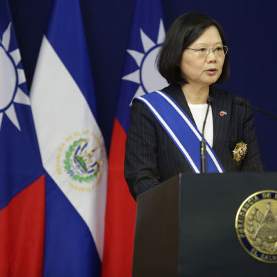 Taiwans president Tsai Ing-wen är mer nationalistisk än sina föregångare men inte ens hon har vågat tala öppet om självständighet för Taiwan av rädsla för Kinas reaktion