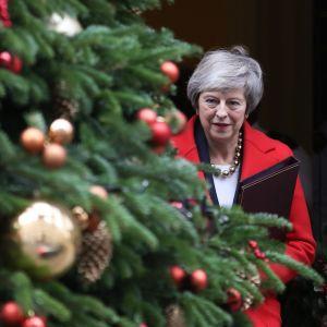 Storbritanniens premiärminister Theresa May lämnar Downing Strett 10 inför parlamentets brexit-debatt