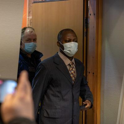 Sotarikoksista syytetyn Gibril Massaquoin oikeudenkäynti