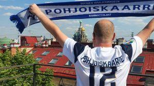 Suomen jalkapallomaajoukkueen kannattaja Marko Karvinen Pietarissa jalkapallon EM-kisoissa kesäkuussa 2021.