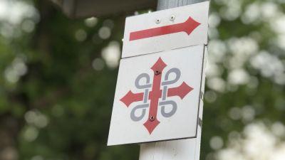 Sankt Olofs pilgrimsmärke som markerar Sankt Olofs pilgrimsled.