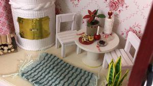 Ett tomtehus i miniatyr inomhus