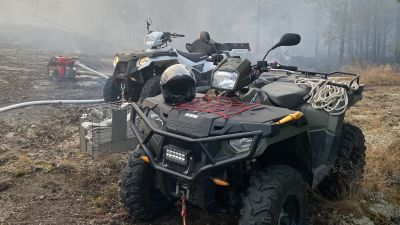 Fyrhjuling i skogsbrand.