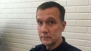 stephan sundqvist i poliskläder