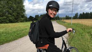 Mirette Kangas polkupyörällä