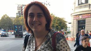 Bild på Elene vid Freedom Square i Tbilisi.