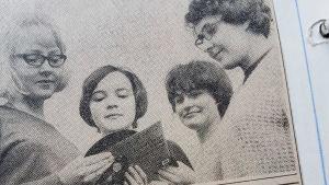 Eva Vikstedt lehtileikkeessä 16-vuotiaana